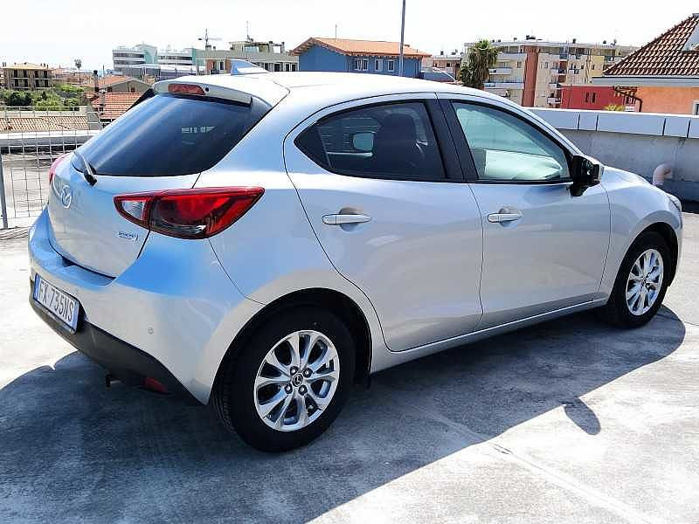 Mazda Mazda2 1.5 90 CV Skyactiv-G Evolve a 12.500€ - immagine 2
