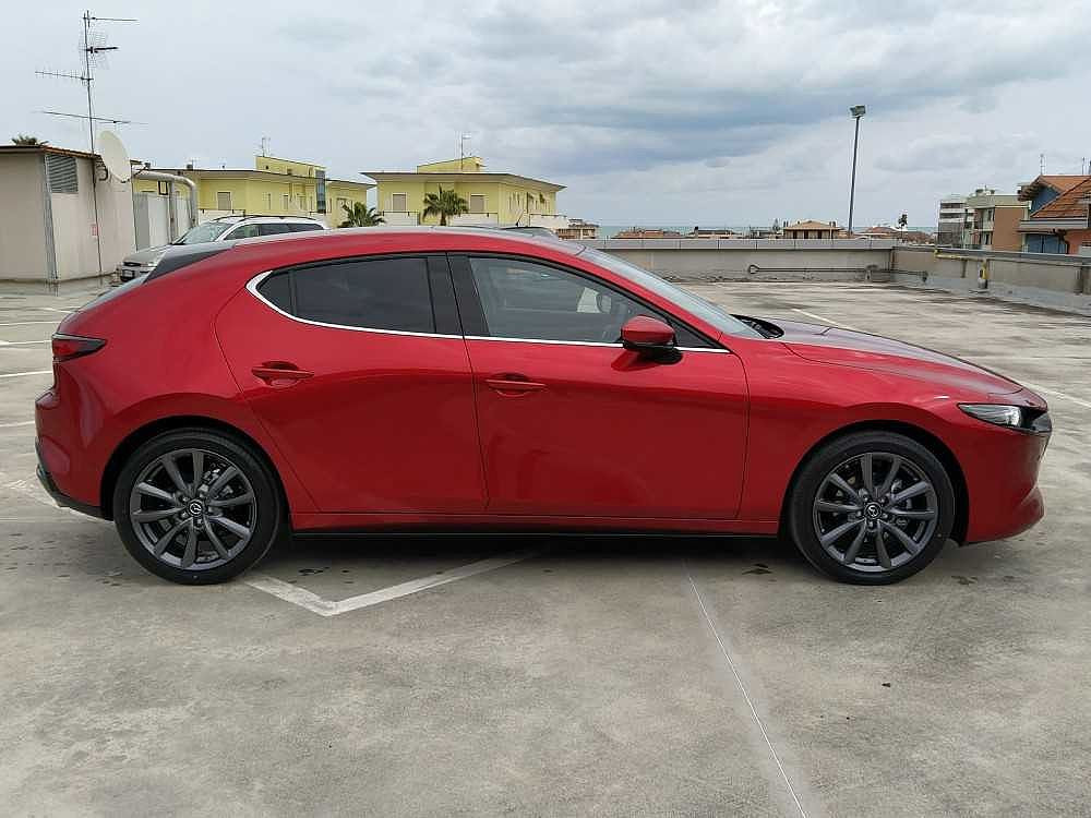 Mazda Mazda3 2.0L Skyactiv-X M-Hybrid Exclusive a 28.500€ - immagine 12