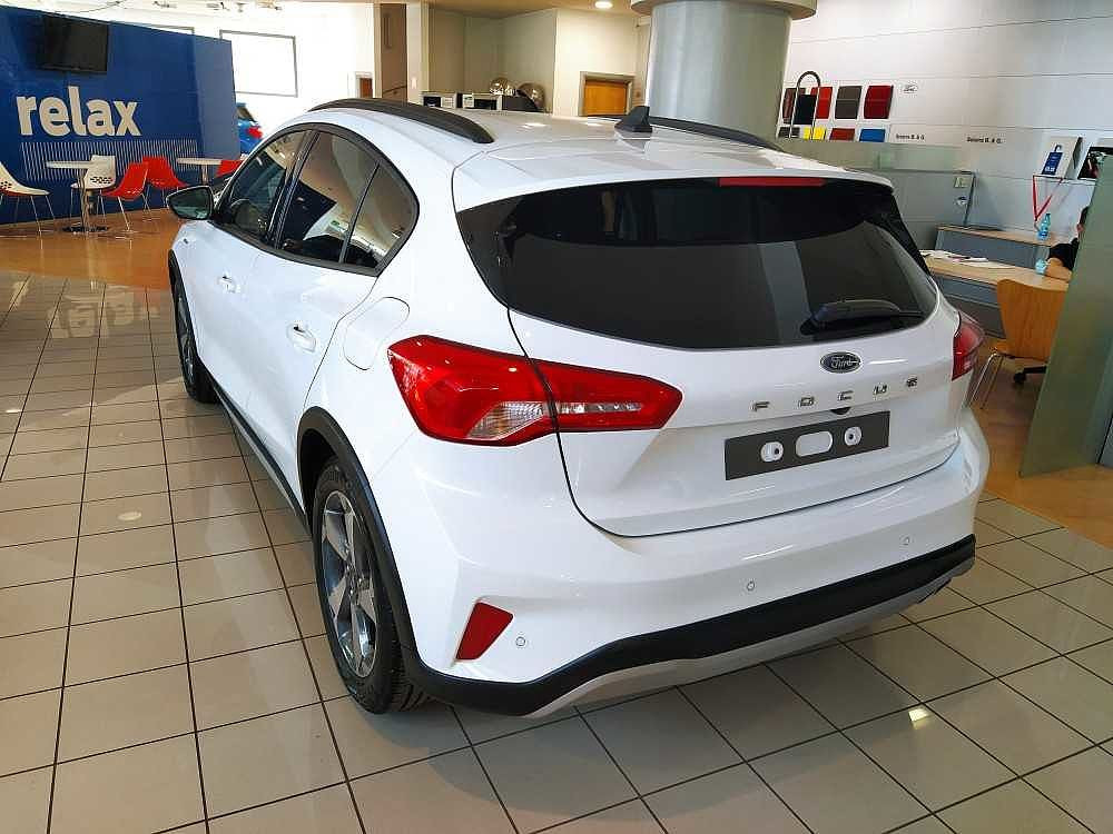 Ford Focus 1.0 EcoBoost 125 CV 5p. Active a 18.900€ - immagine 10