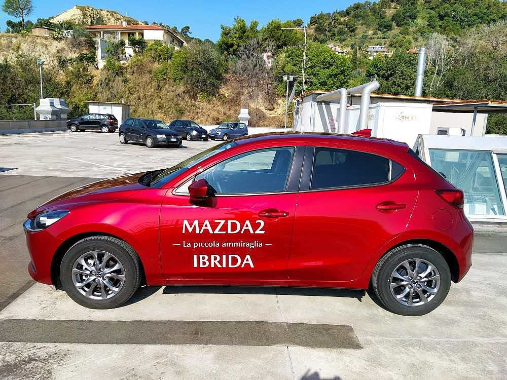 Mazda Mazda2 1.5 Skyactiv-G M-Hybrid Evolve a 15.000€ - immagine 3