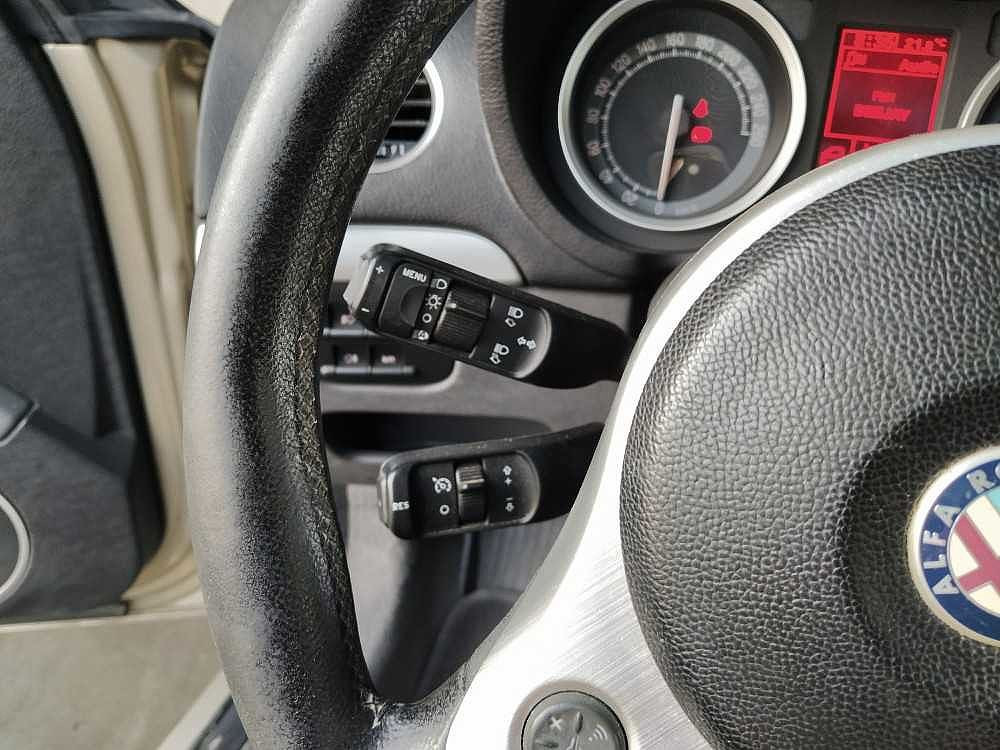 Alfa Romeo Brera 2.4 JTDm 20V Sky Window a 5.500€ - immagine 16