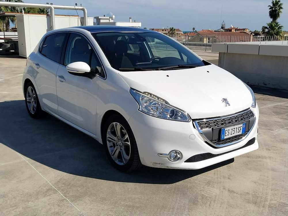 Peugeot 208 1.6 e-HDi 92 CV Stop&Start 5 porte Allure a 8.000€ - immagine 1