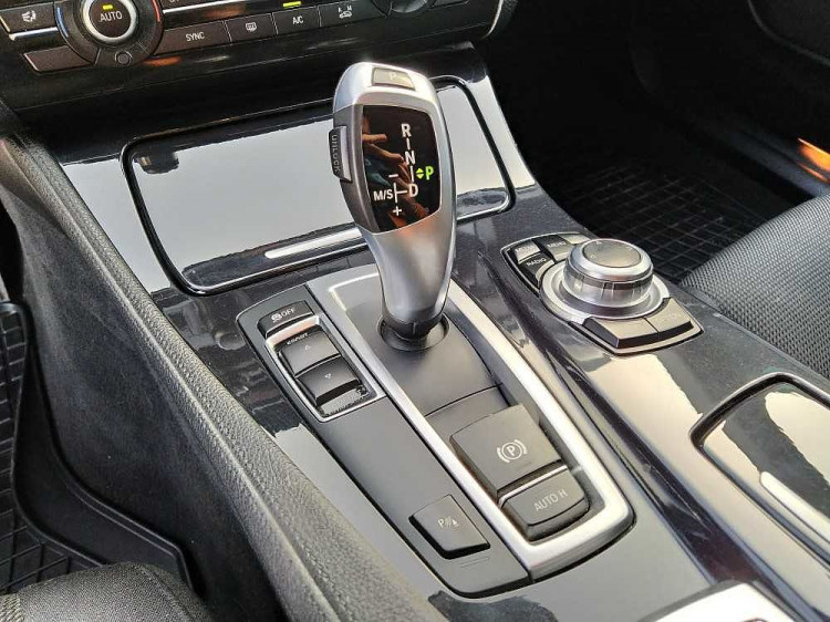 BMW Serie 5 Touring 520d Touring Business aut. a 14.800€ - immagine 23