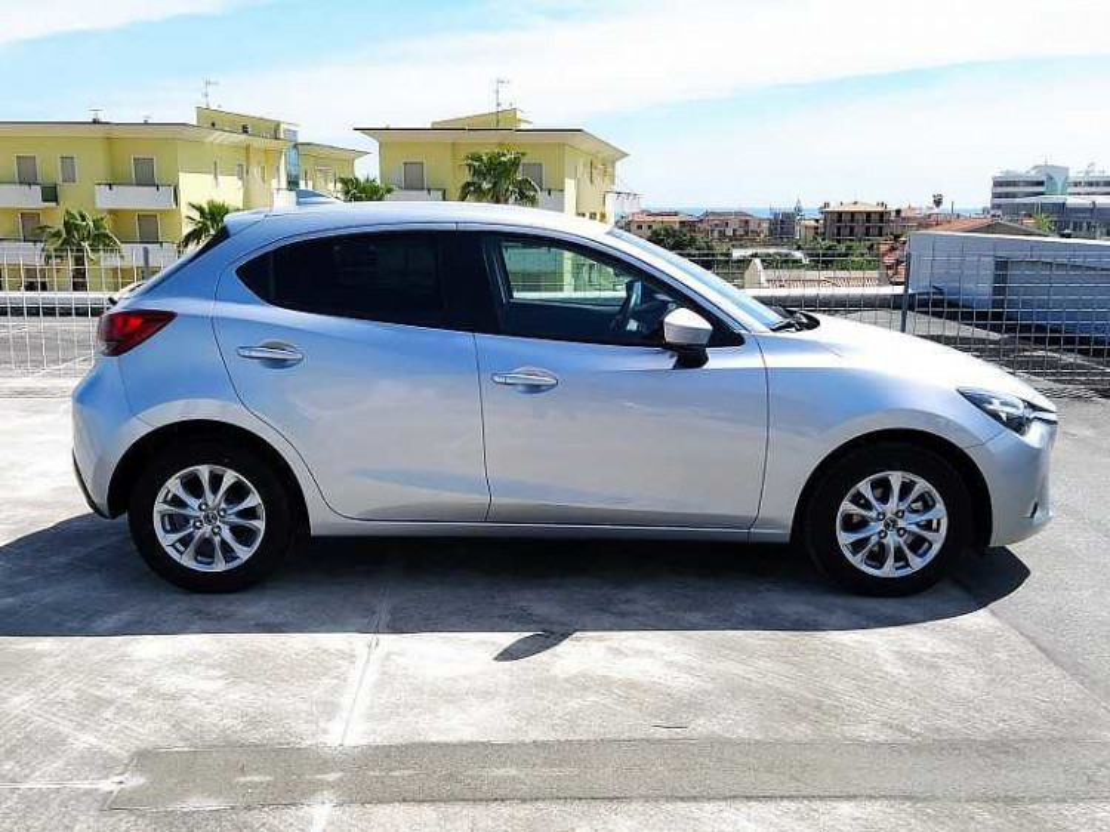 Mazda Mazda2 1.5 90 CV Skyactiv-G Evolve a 12.500€ - immagine 12