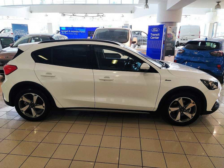 Ford Focus 1.0 EcoBoost 125 CV 5p. Active a 18.900€ - immagine 12