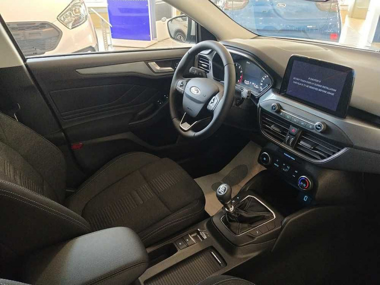 Ford Focus 1.0 EcoBoost 125 CV 5p. Active a 18.900€ - immagine 20