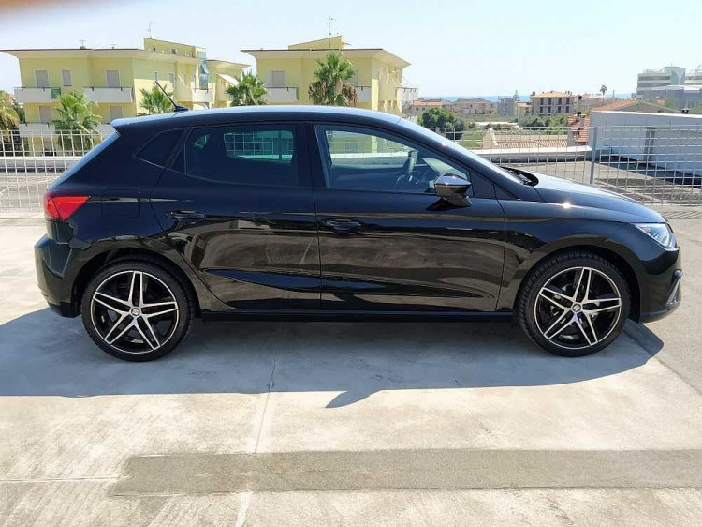 Seat Ibiza 1.0 TGI 5 porte FR a 19.800€ - immagine 12